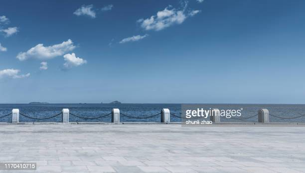 seaside road - baia foto e immagini stock