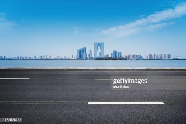 seaside roads - 道 ストックフォトと画像