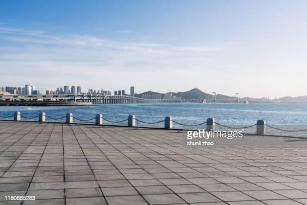 seaside square - costa caratteristica costiera foto e immagini stock