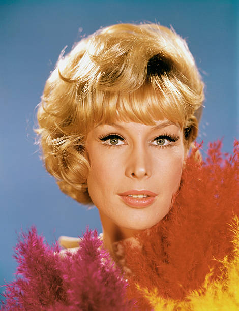 season-1-pictured-barbara-eden-as-jeanni