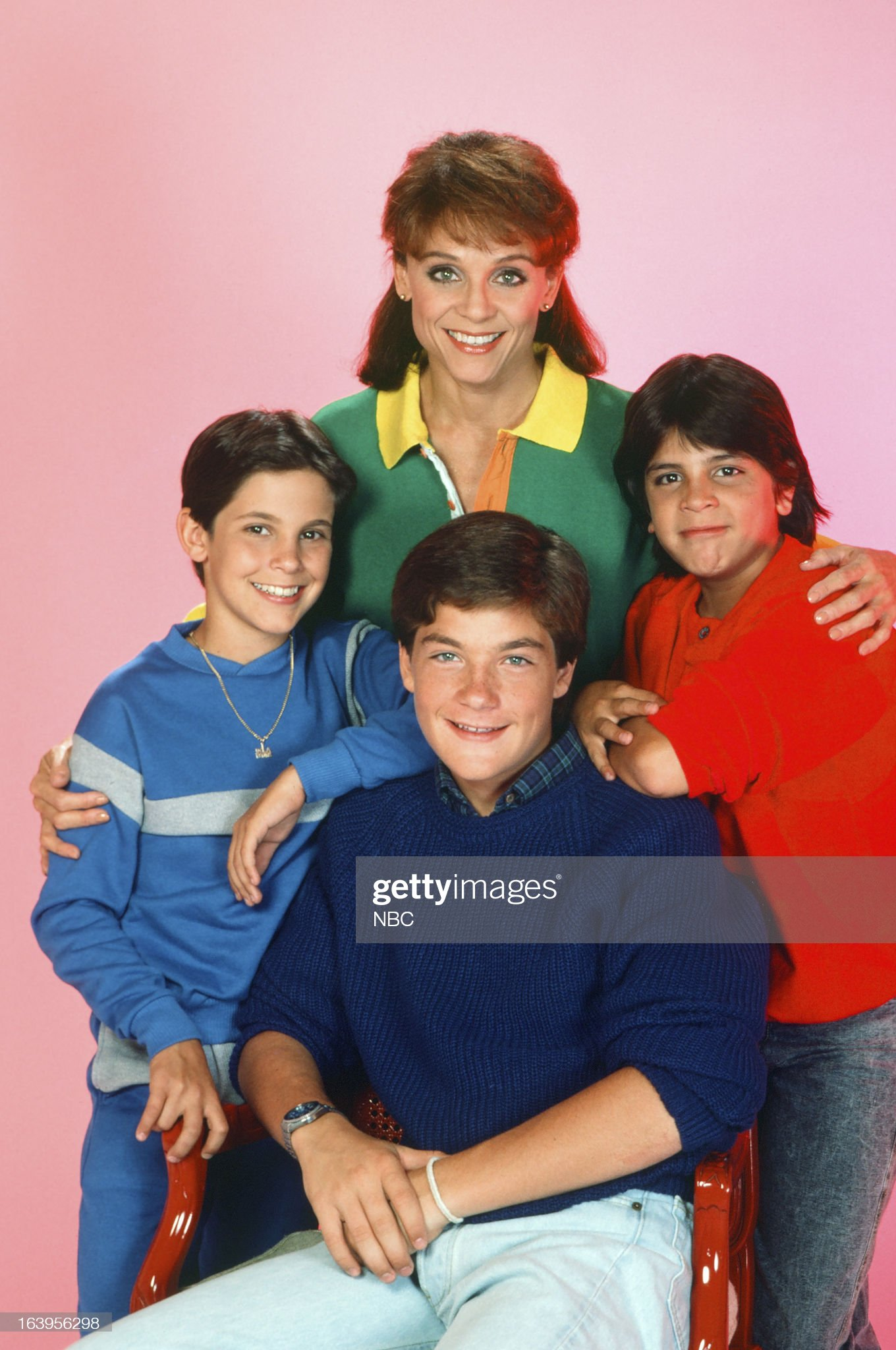 season-1-pictured-valerie-harper-as-valerie-hogan-danny-ponce-as-picture-id163956298