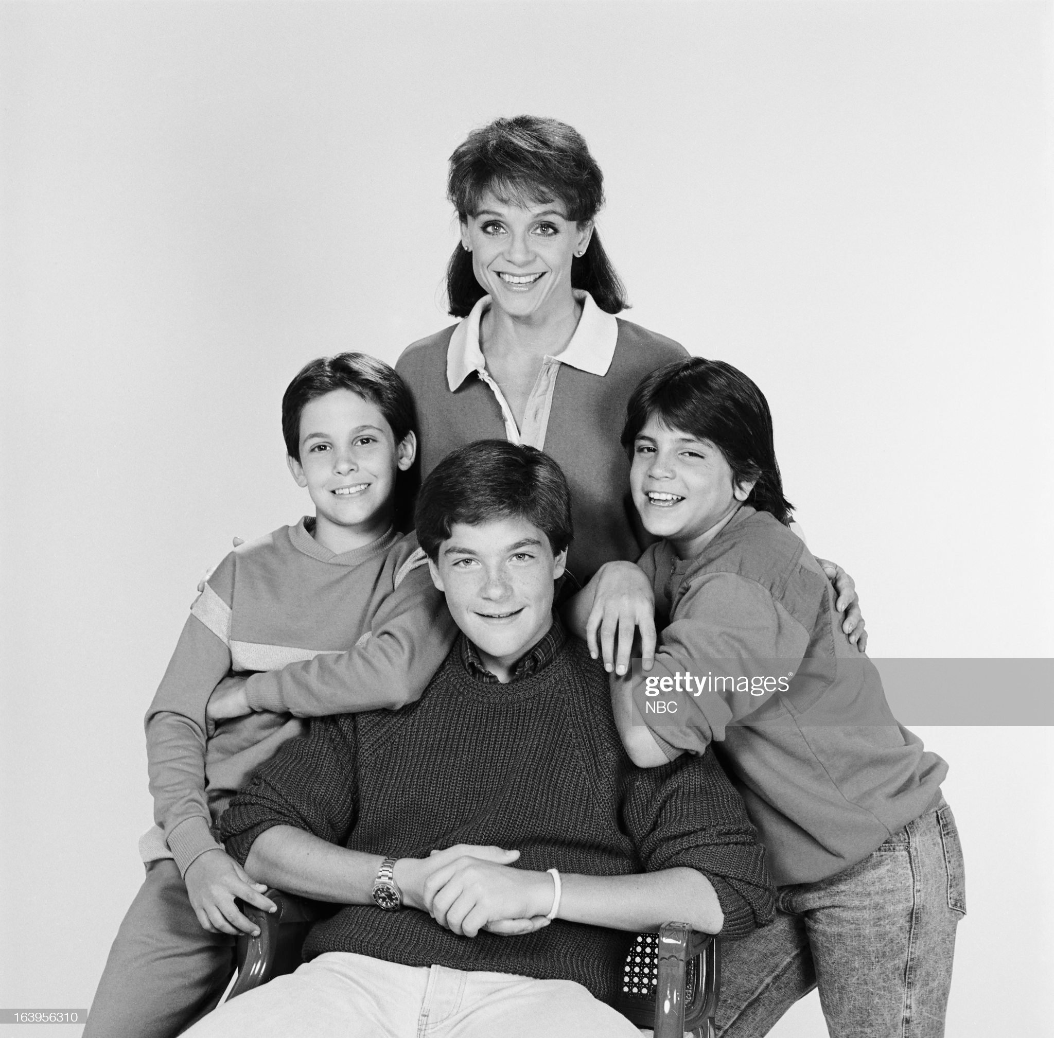 season-1-pictured-valerie-harper-as-valerie-hogan-danny-ponce-as-picture-id163956310