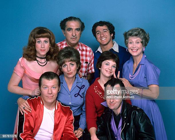 LAVERNE SHIRLEY Season 2 Gallery 10/19/76 Back row left Carole Ita White Phil Foster Eddie Mecca Betty Garrett middle row Penny Marshall Cindy...