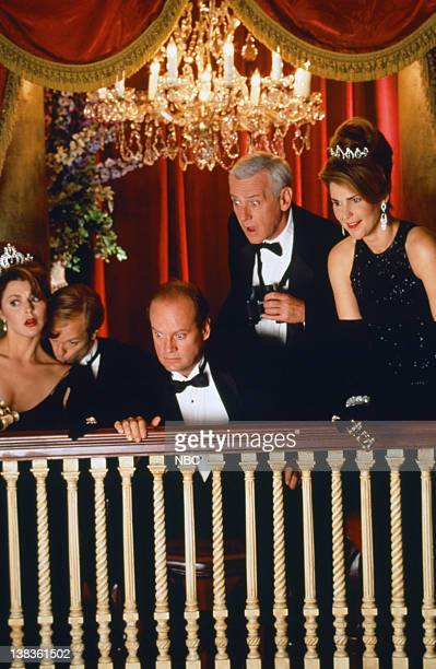 Jane Leeves as Daphne Moon David Hyde Pierce as Doctor Niles Crane Kelsey Grammer as Doctor Frasier Crane John Mahoney as Martin Crane Peri Gilpin as...