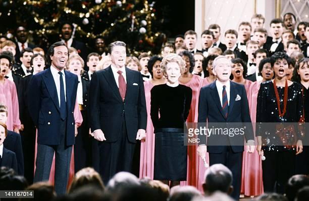 WASHINGTON '1983' Season 3 Pictured Julio Iglesias President Ronald Reagan First Lady Nancy Reagan Andy Williams Leslie Uggams Photo by Al...