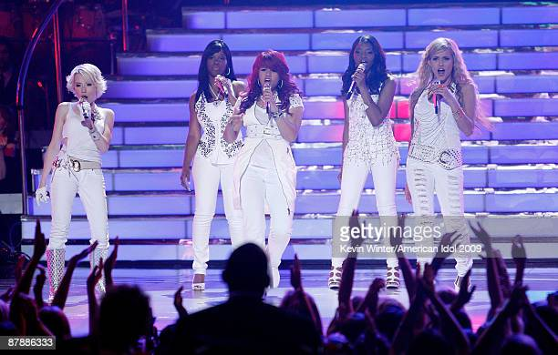 Season 8 contestants Alexis Grace Lil Rounds Allison Iraheta Jasmine Murray and Megan Joy Corkrey onstage during the American Idol Season 8 Grand...