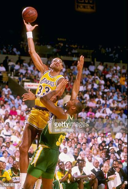 Center Kareem AbdulJabbar of the Los Angeles Lakers moves the ball during a game Mandatory Credit Tim de Frisco /Allsport