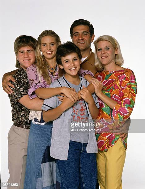 YEARS Season Four 9/19/90 Pictured from left Jason Hervey Olivia d'Abo Fred Savage Dan Lauria Alley Mills