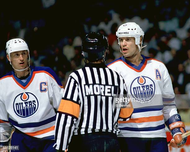 Gretzky and Messier team up on the ref And Player Wayne Gretzky
