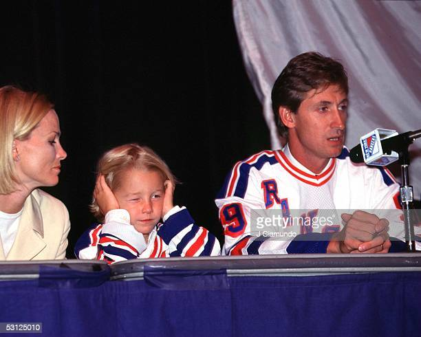 Gretzky at press conference with wife Janet and son Ty And Player Wayne Gretzky