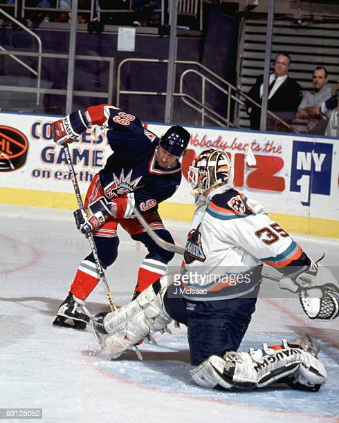 Gretzky beats Tommy Salo of the Islanders And Player Wayne Gretzky
