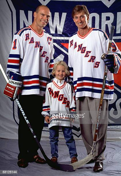 Gretzky with Mark Messier and son Ty And Player Wayne Gretzky