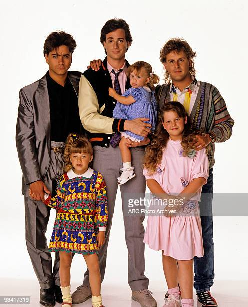 HOUSE Season One Gallery 5/9/88 Pictured from left John Stamos Jodie Sweetin Bob Saget Ashley Olsen Candace Cameron Dave Coulier