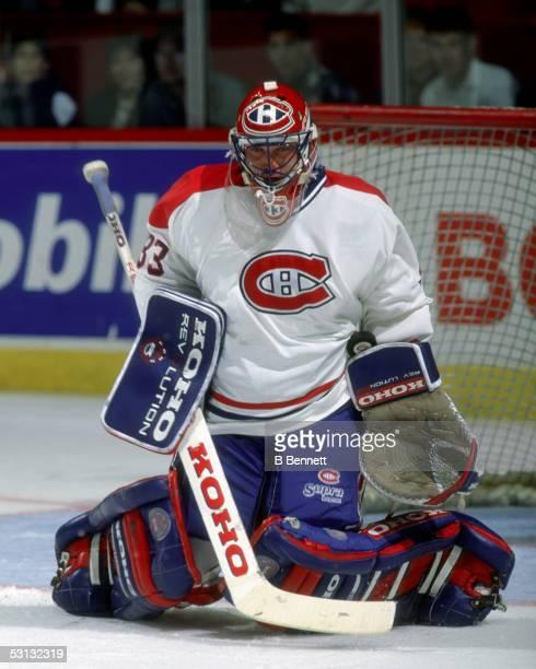 Patrick Roy makes a save 198990