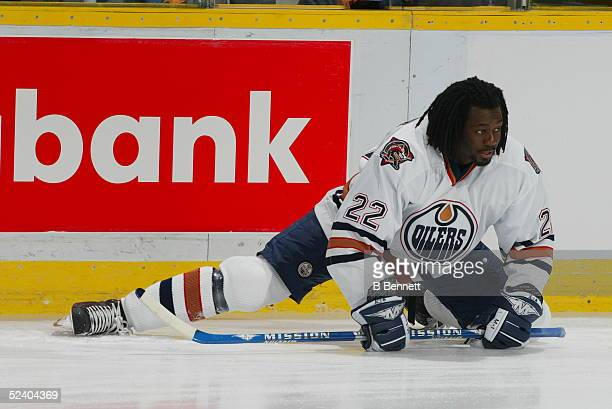 Player Anson Carter of the Edmonton Oilers