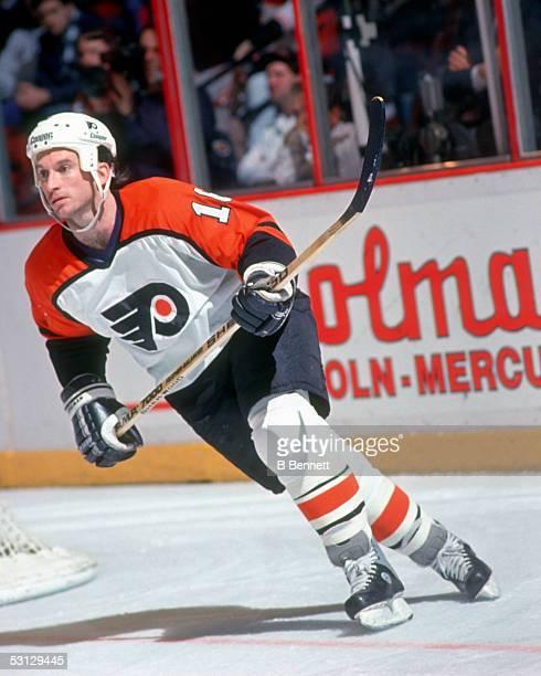 Player Ken Linseman of the Philadelphia Flyers