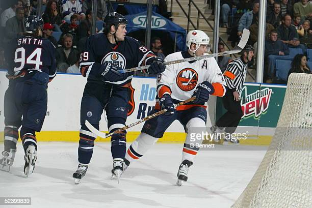 Player Mike Comrie of the Edmonton Oilers