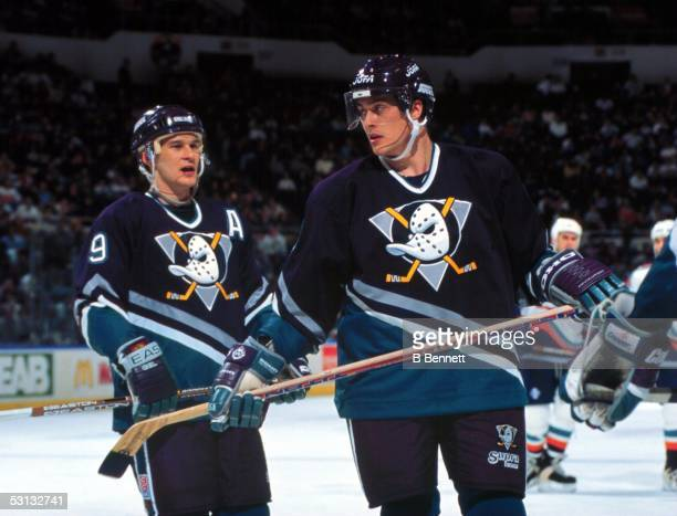 Teemu Selanne with teammate Paul Kariya