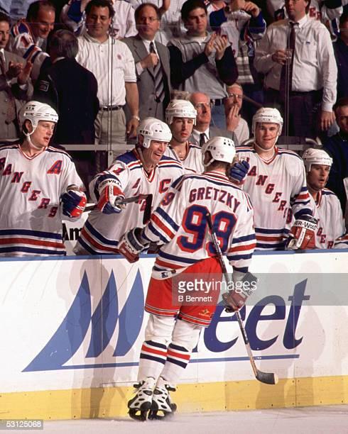 Wayne Gretzky embraced by Mark Messier And Player Wayne Gretzky