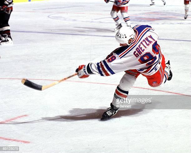 Wayne Gretzky fires slapshot