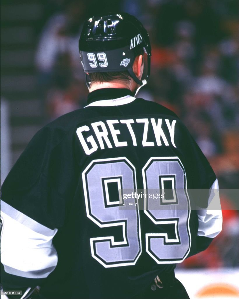 Gretzky back : News Photo