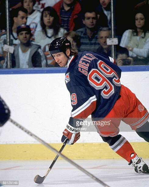 Wayne Gretzky wearing a jersey with the wrong spelling of the name GretKZy And Player Wayne Gretzky