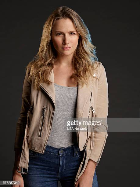 1 Pictured Shantel Vansanten as Julie Swagger
