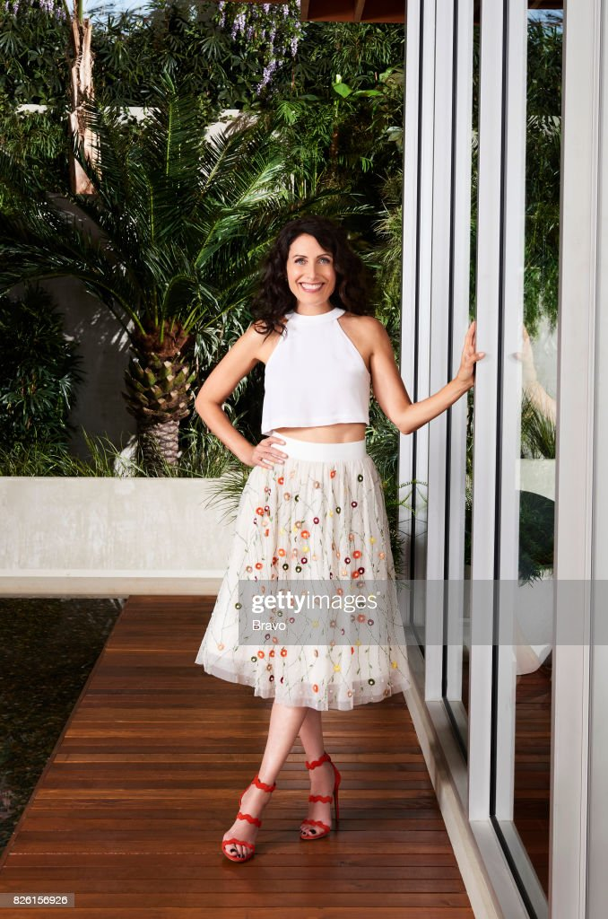 GIRLFRIENDS' GUIDE TO DIVORCE -- Season:4 -- Pictured: Lisa Edelstein as Abby McCarthy --