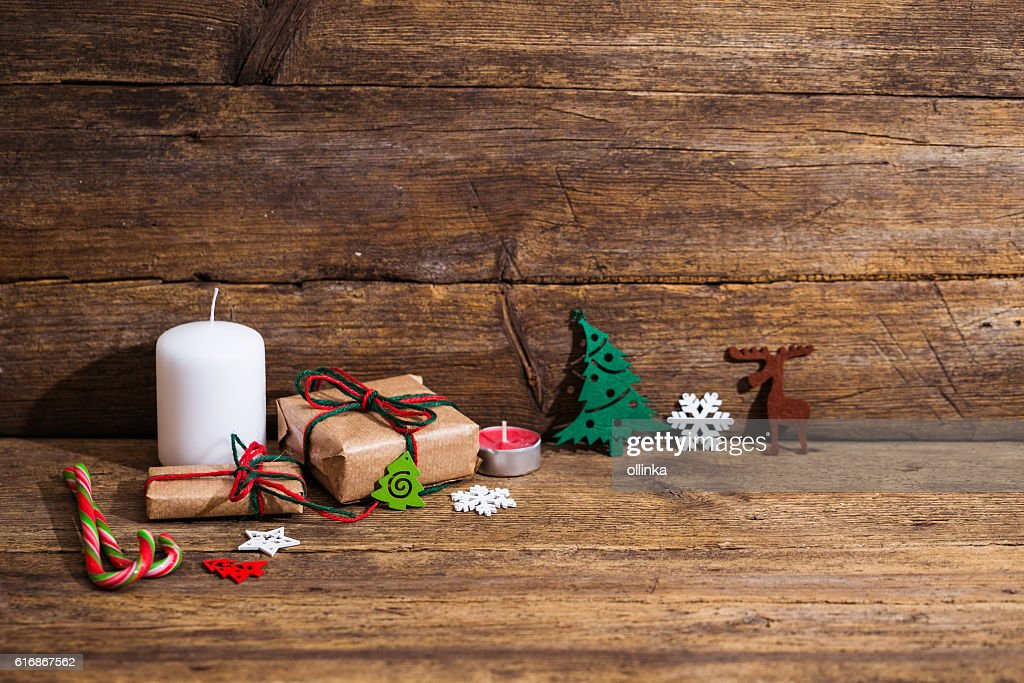 Seasonal rustic Christmas border composed of decorative gifts : Stock Photo