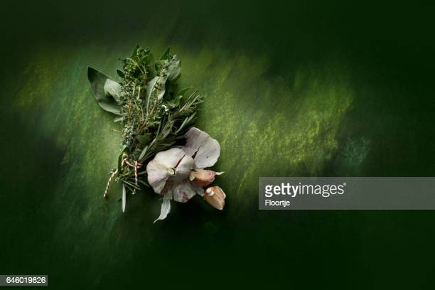 seasoning: bouquet garni and garlic still life - freshness stock pictures, royalty-free photos & images