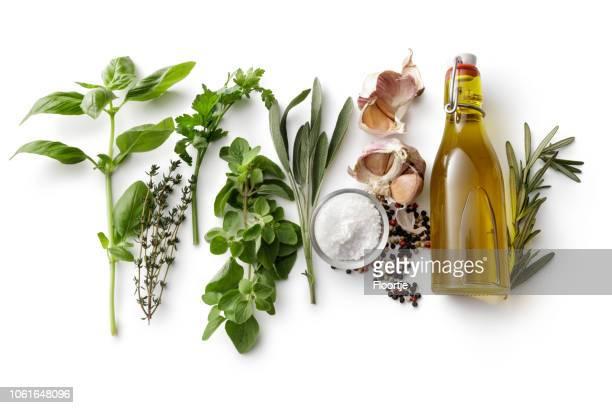 smaksättning: färska örter, olivolja, vitlök, salt och peppar isolerad på vit bakgrund - peppar bildbanksfoton och bilder