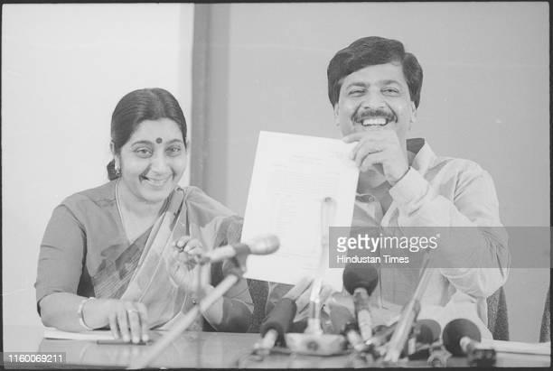 BJP Seat announcement at Ashok road office by Sushma Swaraj and Pramod Mahajan in New Delhi India Former external affairs minister and senior BJP...