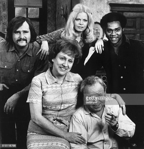 Seated: Jean Stapleton and Carrol O'Connor. Standing, left to right: Rob Reiner, Sally Struthers and Michael Evans.