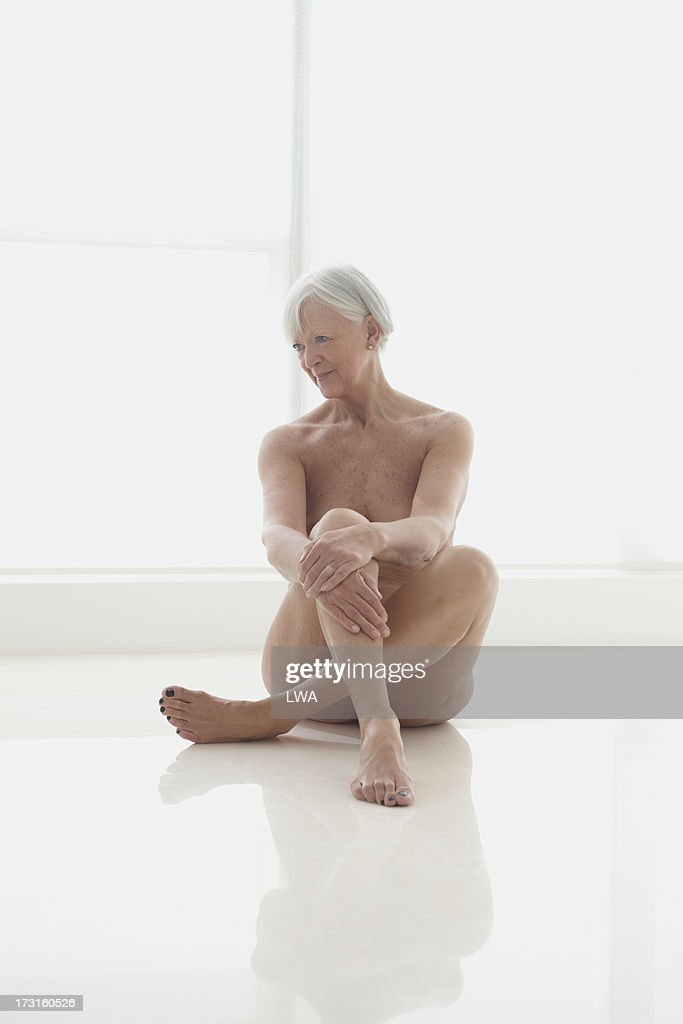 Seated Nude Mature Woman Stock-Foto  Getty Images-2142