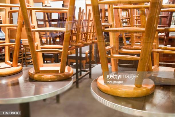 seating in a business closed for the night - 閉じている ストックフォトと画像
