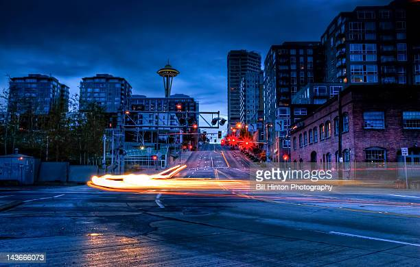 seattle at night with long exposure on street - bill hinton stock pictures, royalty-free photos & images