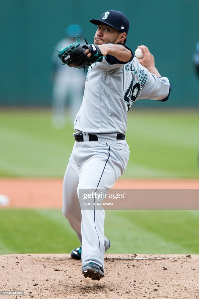 MLB: APR 29 Mariners at Indians : Fotografía de noticias