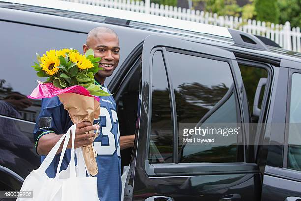 Seattle Seahawks legend Shaun Alexander delivers Seahawks fans groceries to kick off American Express' support of Blue Friday on September 25 2015 in...