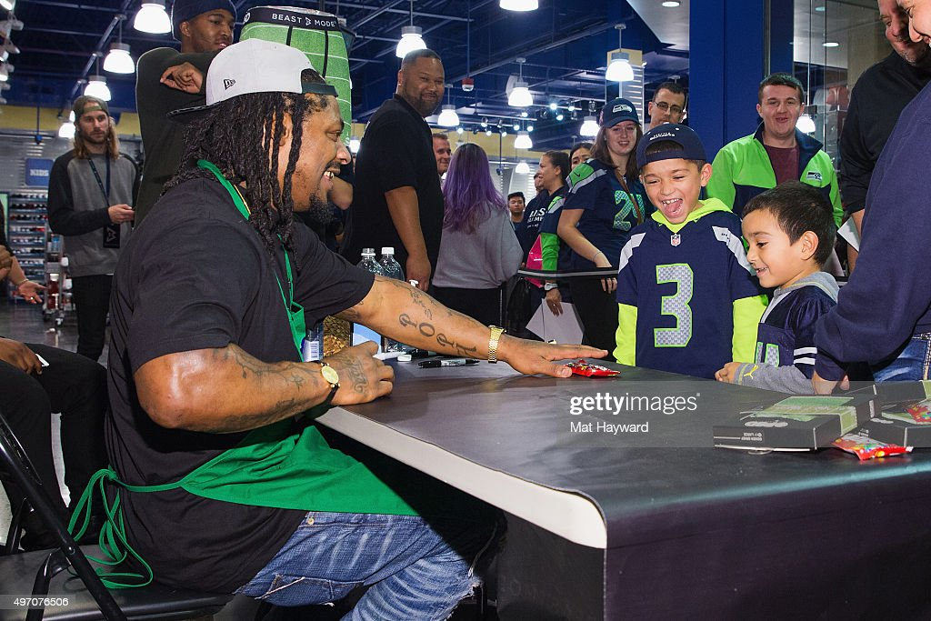 BeastMode X PSD Instore Signing : News Photo