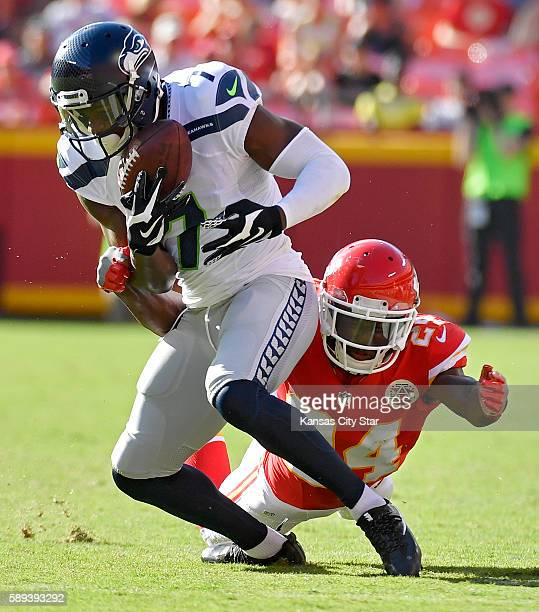 Seattle Seahawks wide receiver E.Z. Nwachukwu makes a 9-yard pass reception in front of Kansas City Chiefs defensive back D.J. White in the third...