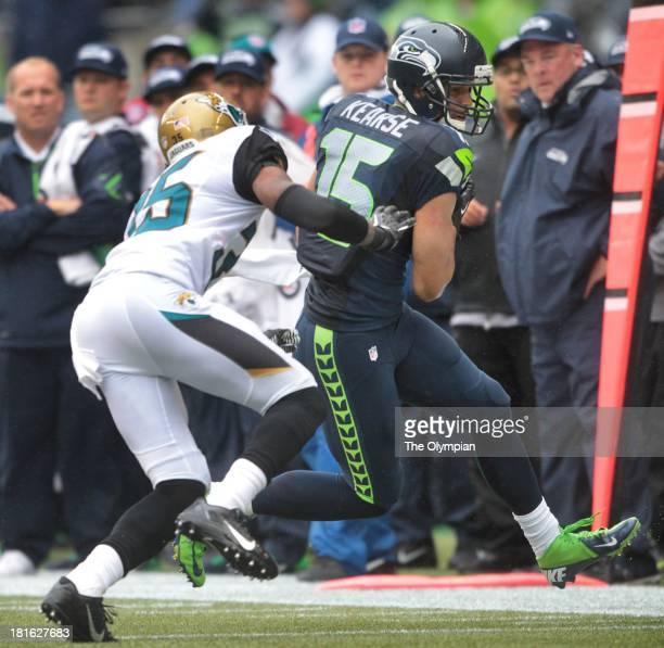 Seattle Seahawks wide receiver Jermaine Kearse pulls down a pass in front of Jacksonville Jaguars cornerback Demetrius McCray at CenturyLink Field in...