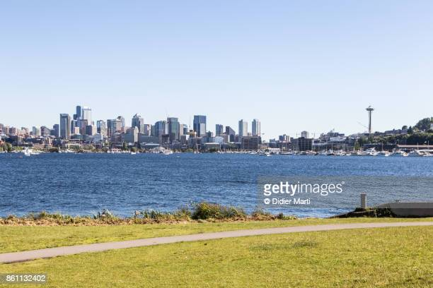 seattle skyline across union lake in the usa - didier marti stock photos and pictures
