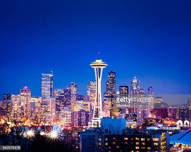seattle skyline at night - seattle stock pictures, royalty-free photos & images