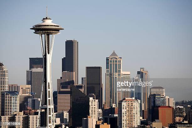 skyline von seattle - space needle stock-fotos und bilder