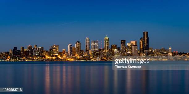 seattle skyline - washington state stock pictures, royalty-free photos & images