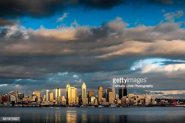 seattle skyline - waterfront stock pictures, royalty-free photos & images