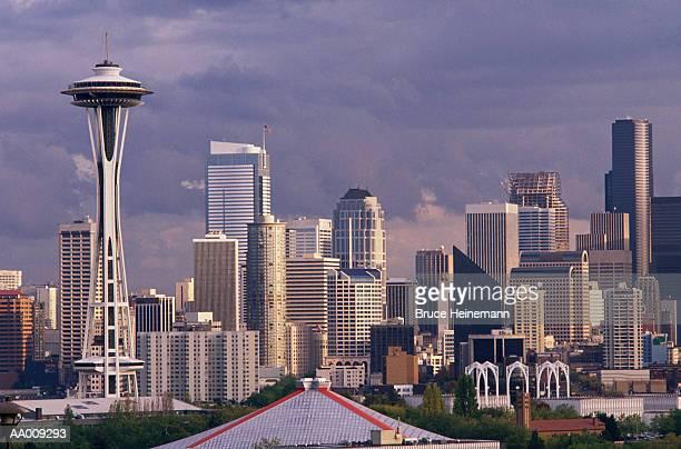 seattle skyline with the space needle - seattle center stock-fotos und bilder
