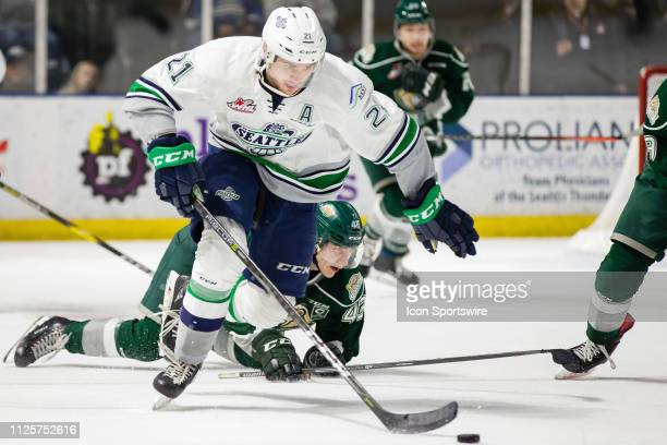 Seattle Thunderbirds forward Matthew Wedman skates the puck away from Everett Silvertips center Connor Dewar in the second period during a game...