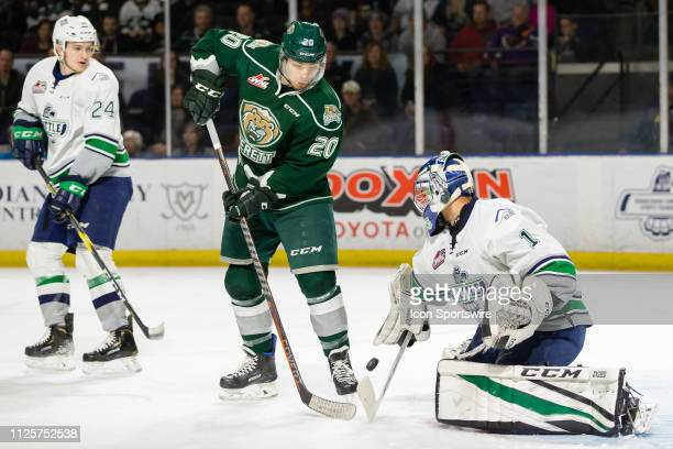 Seattle Thunderbirds goaltender Roddy Ross makes a pad save with Everett Silvertips forward Zack Andrusiak on the doorstop in the first period during...