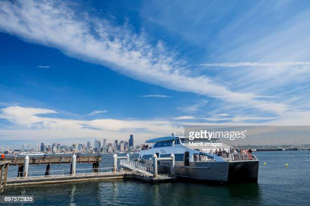 seattle water taxi - schiffstaxi stock-fotos und bilder